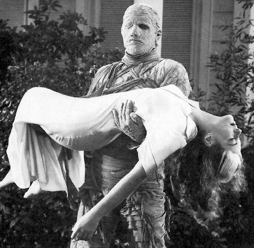 A múmia sempre raptando um rabo de saia