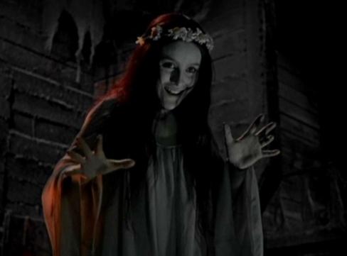 Eu convoco os vampiros. Eu convoco os lobisomens!