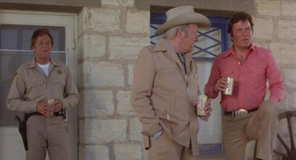 Kirk em um momento relax com sua cervejinha