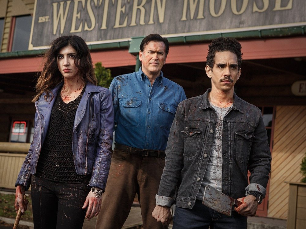 dana delorenzo (as kelly), bruce campbell (as ash), ray santiago ( as pablo) - episode 106.jpg