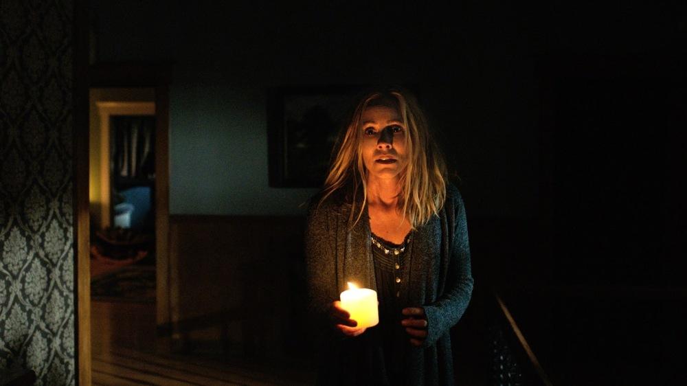 maria bello lights out movie still.jpg